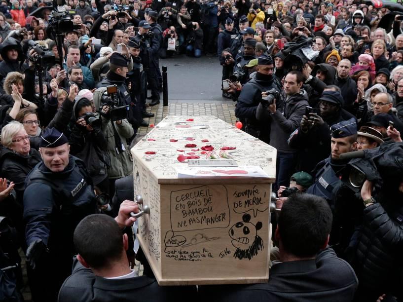 Corpo do cartunista francês Bernard Verlhac morto no atentado ao Charlie Hebdo