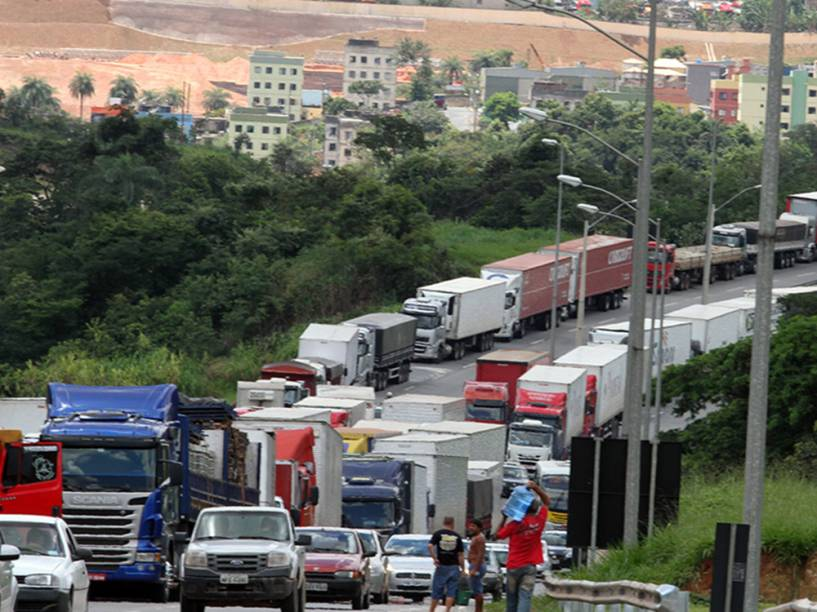 Paralisação de caminhoneiros na cidade de Betim, em Minas Gerais