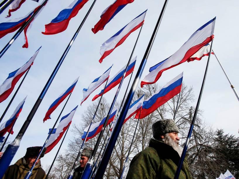 Rússia: 55 anos (mulheres) e 60 anos (homens)