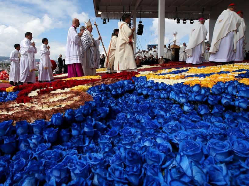 O Papa Francisco chega para celebrar missa no Parque Bicentenário em Quito, Equador - 07/07/2015