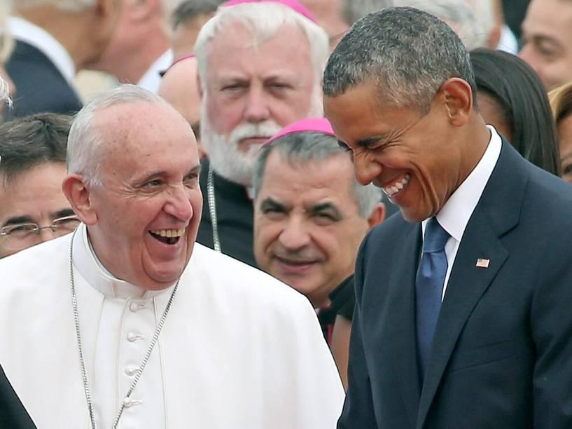 Papa Francisco tem conversa descontraída com o presidente dos Estados Unidos, Barack Obama, na chegada à Base Aérea de Maryland - 22/09/2015