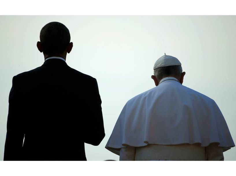 O presidente dos Estados Unidos, Barack Obama, junto ao papa Francisco durante cerimônia de chegada do líder da Igreja Católica na Casa Branca, em Washington - 23/09/2015