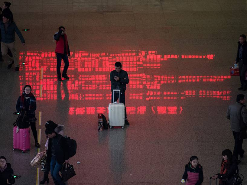 Na China, movimentação no aeroporto de Shangai devido a aproximação do Ano Novo Lunar comemorado no dia 8 de fevereiro