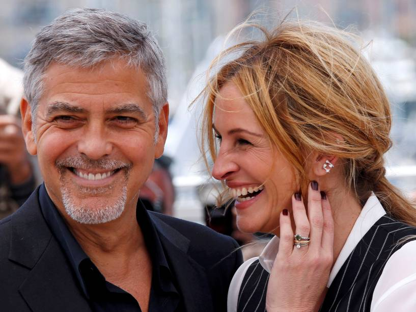 """Julia Roberts e George Clooney posam para foto durante apresentação do filme """"Jogo do Dinheiro"""" durante o 69º Festival de Cannes, na França - 12/05/2016"""