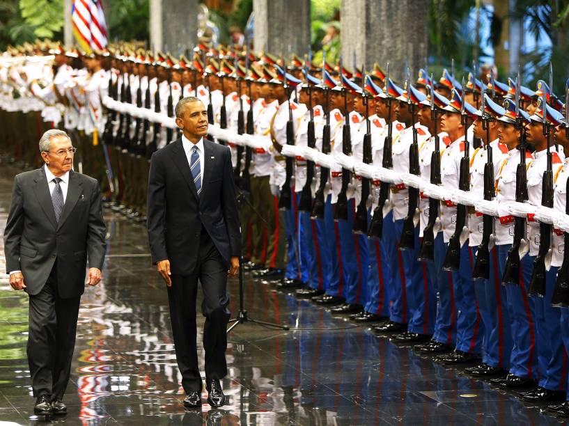 Presidente americano Barack Obama, e o ditador cubano Raúl Castro, na capital de Cuba, Havana, nesta segunda-feira (21). Este é o terceiro dia da visita histórica do presidente dos Estados Unidos à ilha