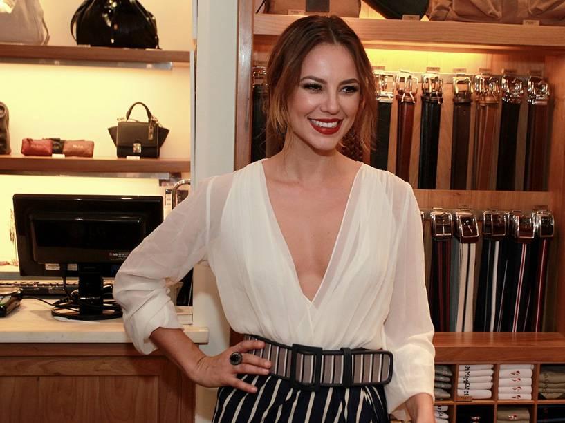 A atriz Paolla Oliveira no lançamento da coleção da loja Mr Cat no Shopping Leblon