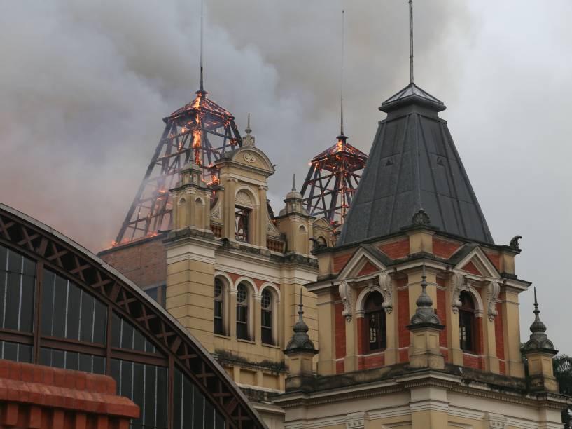 Incêndio atinge o Museu da Língua Portuguesa, no Centro de São Paulo