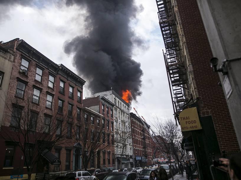 Incêndio em prédio no East Village, no distrito de Manhattan, em Nova York