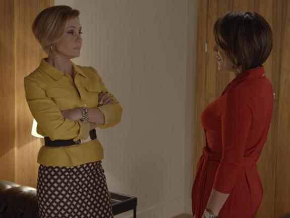 Inês (Adriana Esteves) e Beatriz (Gloria Pires) trocam farpas em Babilônia