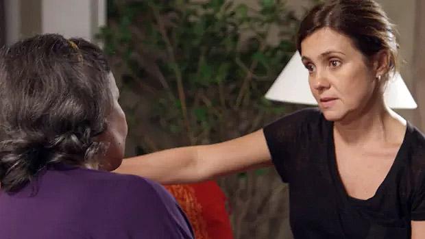 Inês (Adriana Esteves) conversa com a tia, Celina (Débora Duarte), que entra em Babilônia para abrir o baú de rancor da sobrinha