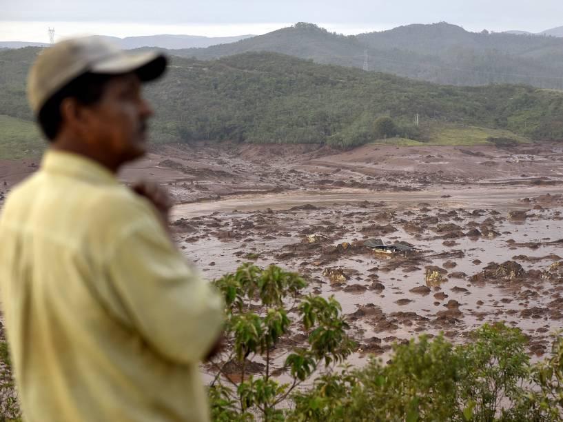 O rompimento de uma barragem de rejeitos da mineradora Samarco que causou uma enxurrada de lama e inundou várias casas no distrito de Bento Rodrigues, em Mariana (MG), na tarde desta quinta-feira (5), são alojadas no Ginásio Arena, no bairro Jardim dos Inconfidentes