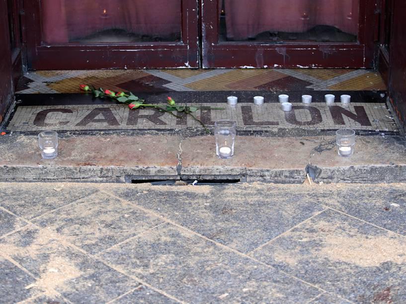 Homenagens em frente ao Carillon Bar