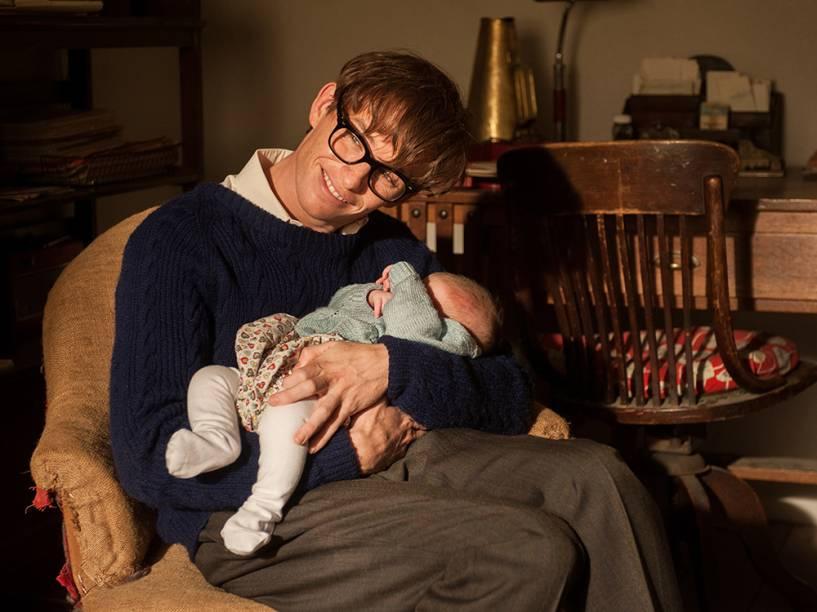 Eddie Redmayne dá vida a Stephen Hawking no longa A Teoria de Tudo