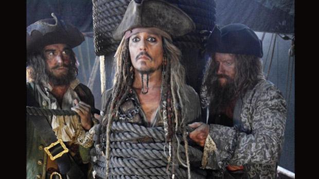 Primeira imagem de Johnny Depp como Jack Sparrow em Piratas do Caribe 5, divulgada pelo produtor Jerry Bruckheimer