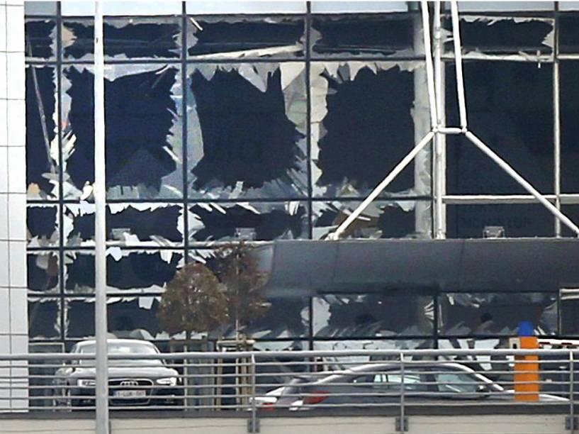 A explosão destruiu vidraças do Aeroporto de Bruxelas