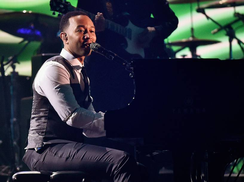 John Legend durante 58ª edição do Grammy, premiação que elege os melhores da música internacional, que acontece nesta segunda-feira (15)