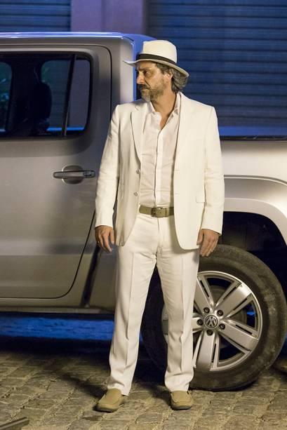 José Alfredo (Alexandre Nero) veste branco pela primeira vez em Império