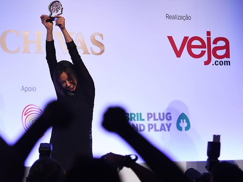 Izabela Correa comemora a vitória no Prêmio Jovens Inspiradores 2014, durante cerimônia em São Paulo