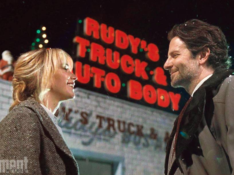 Jennifer Lawrence e Bradley Cooper no filme Joy