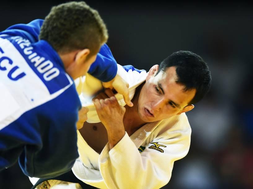 O judoca Felipe Kitadai, conquista a medalha prata nos Jogos de Toronto