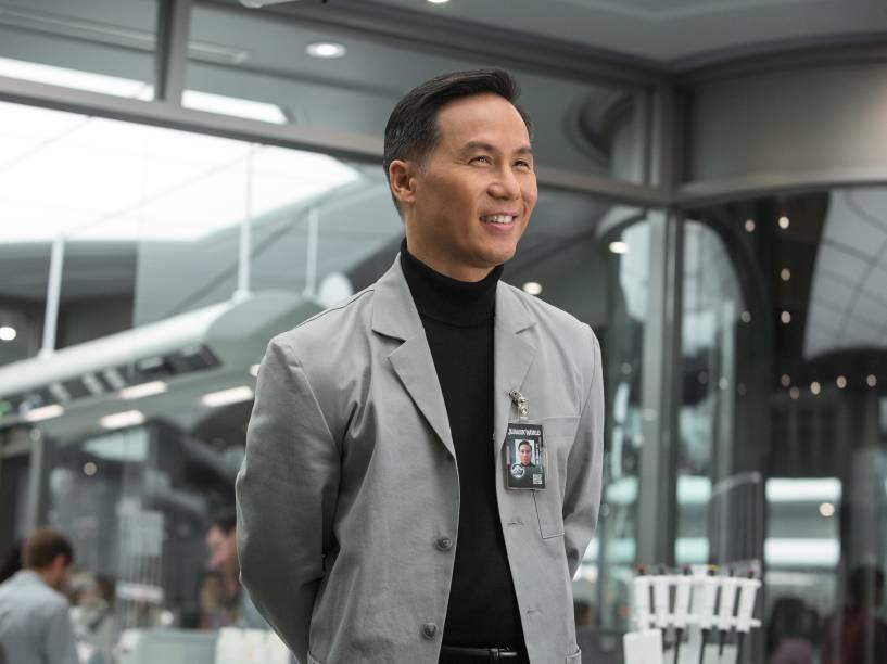 <p>Personagem dos filmes originais, o cientista Henry Wu é citado no quarto episódio</p>