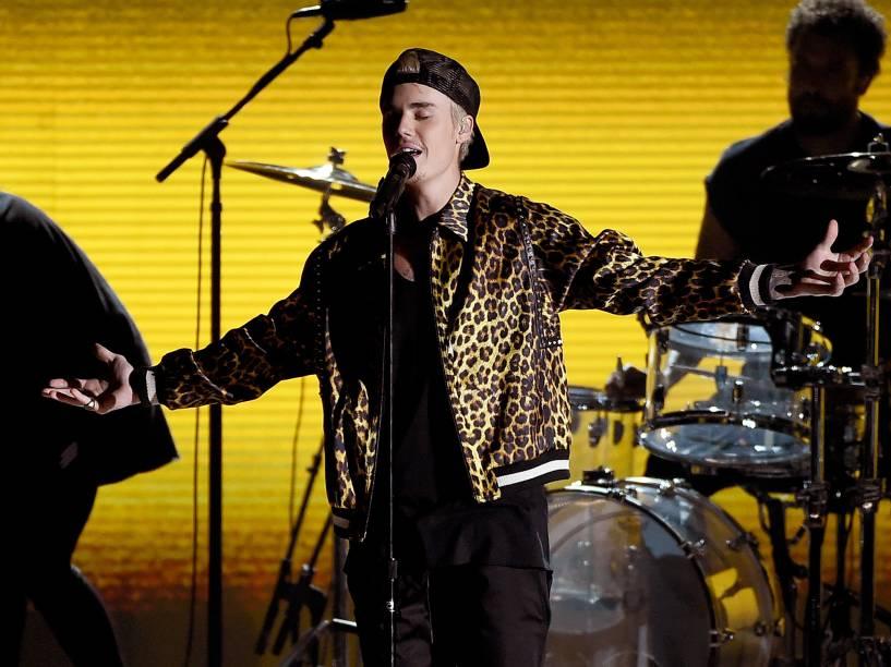 Justin Bieber durante 58ª edição do Grammy, premiação que elege os melhores da música internacional, que acontece nesta segunda-feira (15)