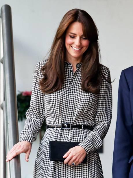 Kate Middleton volta a participar de seus compromissos após maternidade