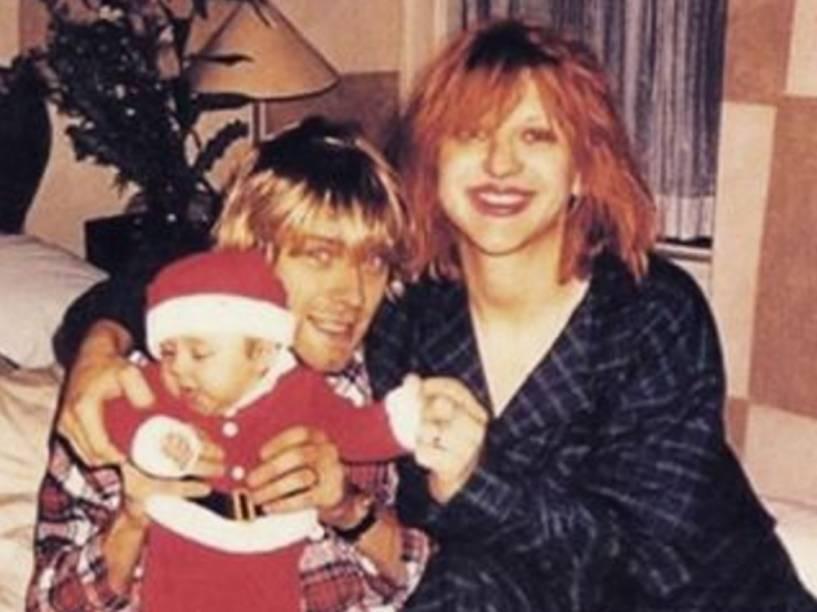 Foto postada por Courtney Love no Instagram mostra ela com Kurt Cobain e a filha, Frances Bean