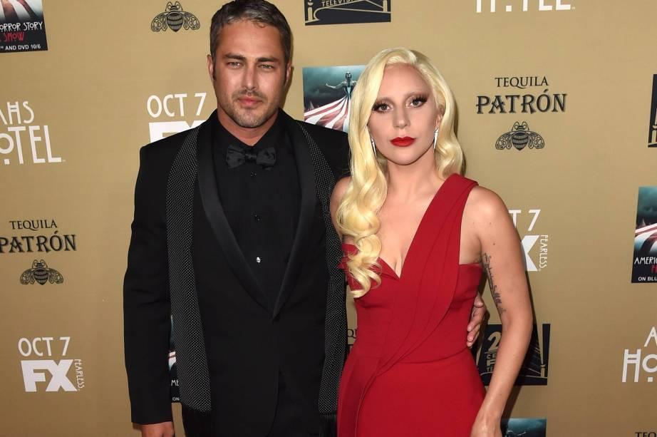 A cantora Lady Gaga e seu namorado o ator Taylor Kinney
