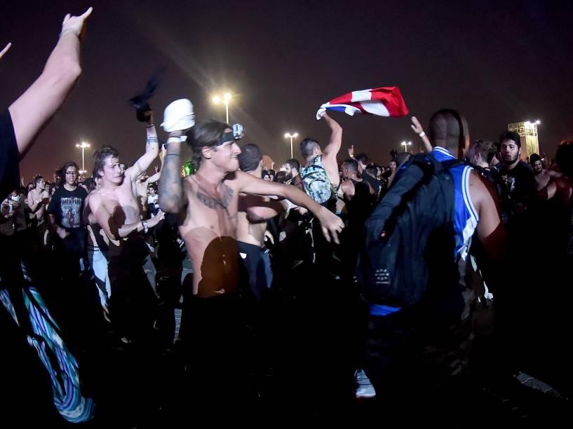 Público durante a apresentação da banda Lamb Of God no quarto dia do Rock in Rio 2015