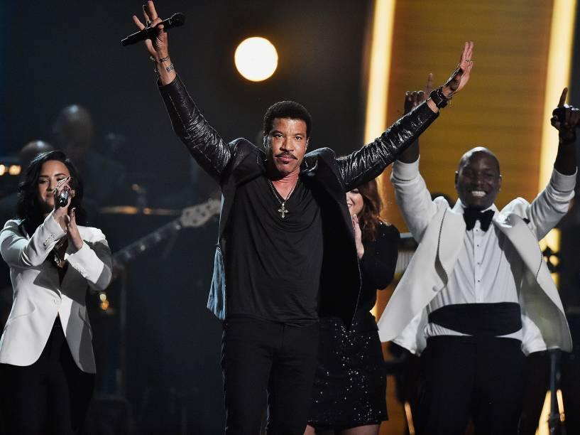 Lionel Richie durante 58ª edição do Grammy, premiação que elege os melhores da música internacional, que acontece nesta segunda-feira (15)