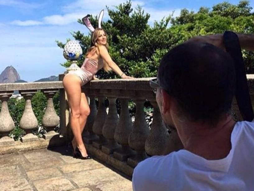 Luana Piovani durante ensaio para a Playboy