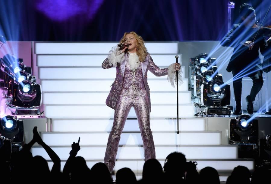 Madonna faz homenagem a Prince no Billboard Awards (22 de maio de 2016)