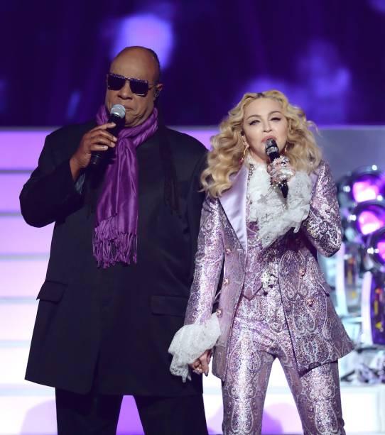 Madonna divide o palco com Stevie Wonder no Billboard Music Awards