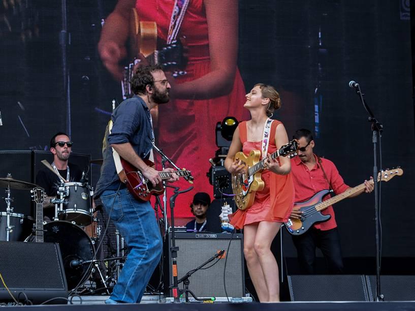 Mallu Magalhãe e Marcelo Camelo em apresentação da Banda do Mar