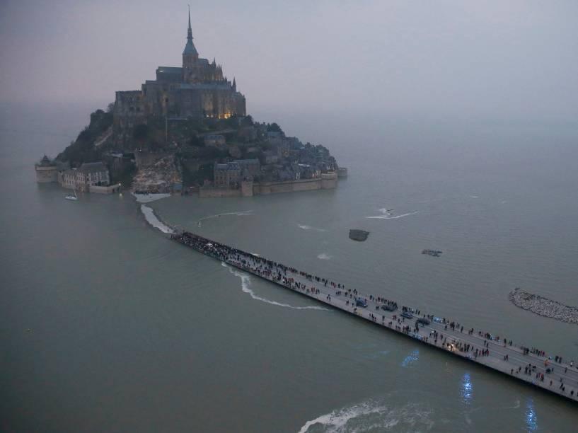 Parecido com uma ilha, o Monte Saint-Michel é classificado como patrimônio da humanidade pela Unesco