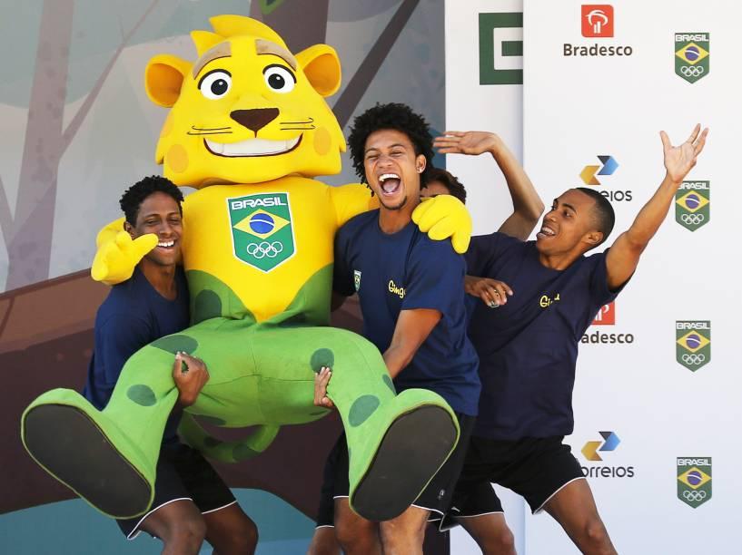 Comemoração com a mascote do Time Brasil