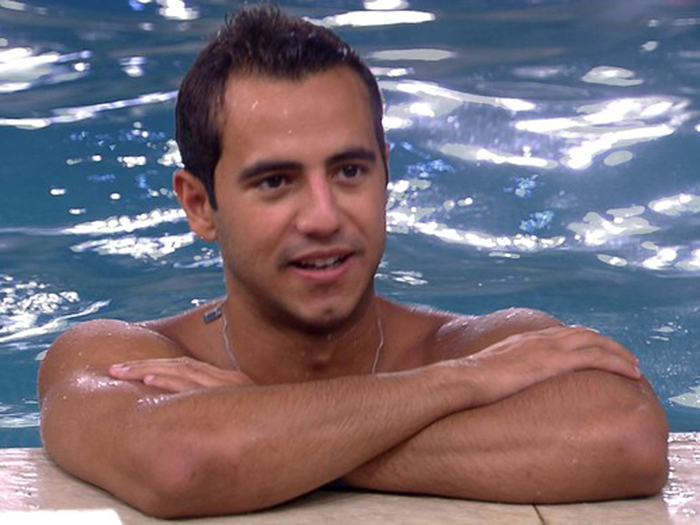 Matheus na piscina do BBB16
