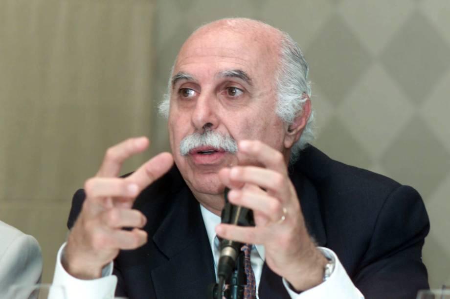 O Dr. Roger Abdelmassih, presidente do Serono Symposia Internacional, realizado no Hotel Grand Hyatt, durante debate em 2003