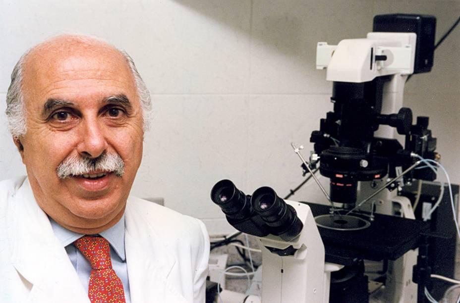 O Dr. Roger Abdelmassih, médico especialista em reprodução humana, durante entrevista em 1998