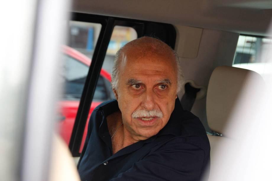 O médico Roger Abdelmassih sai do 40º DP (Departamento de Polícia) após ser favorecido pelo STF (Supremo Tribunal Federal) que concedeu habeas corpus, em São Paulo (2009)