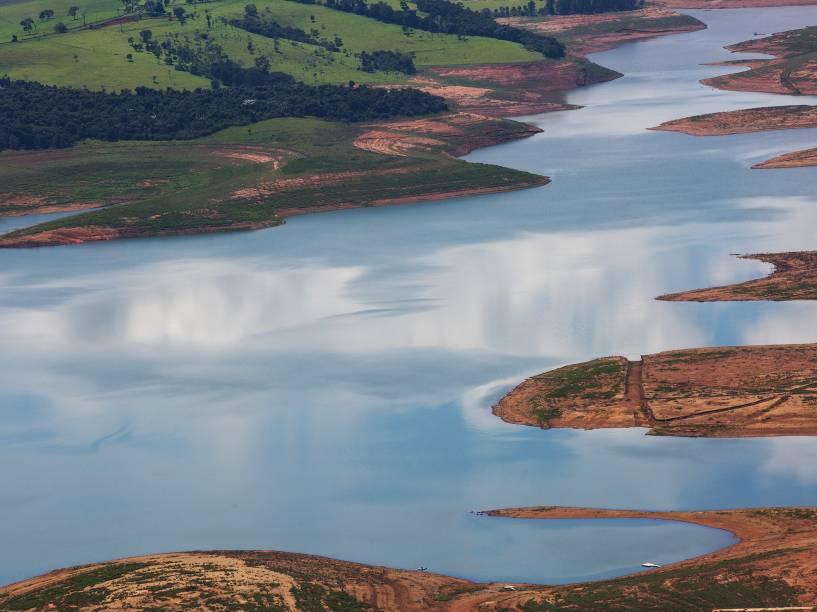 <p>Vista aérea do reservatório da Cantareira, interior do estado paulista, que agora opera com pouco mais de 10% do seu total - 23/02/2015</p>