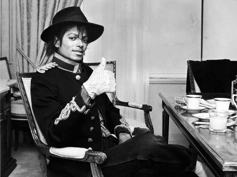 A luva de lantejoulas brancas, que pertenceu a Michael Jackson