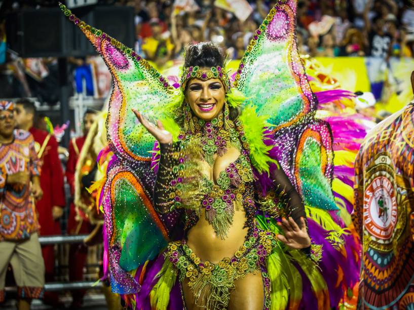 Aline Oliveira, rainha de bateria da Mocidade Alegre
