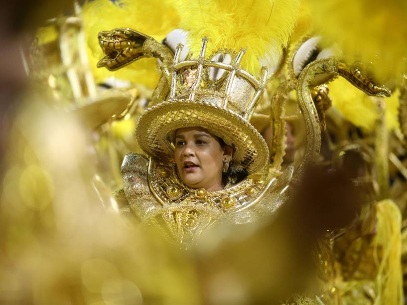 "Mocidade Alegre desfila com o samba-enredo ""Ayo – A alma ancestral do samba"", no Sambódromo do Anhembi"