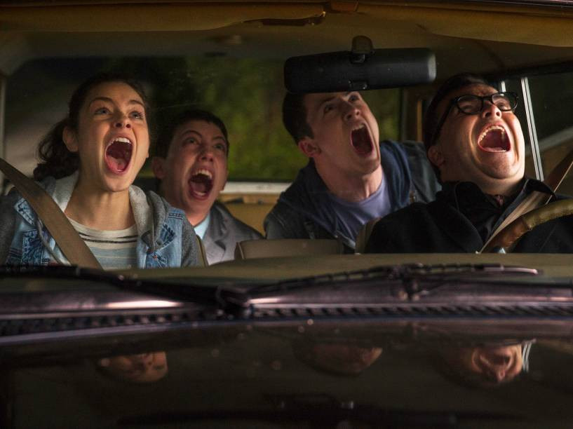 Jack Black, Dylan Minnette, Ryan Lee e Odeya Rush no filme Goosebumps: Monstros e Arrepios