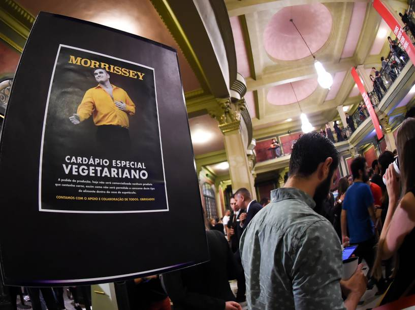 A venda e o consumo de alimentos com carne é vetada pelo cantor nos locais em que se apresenta