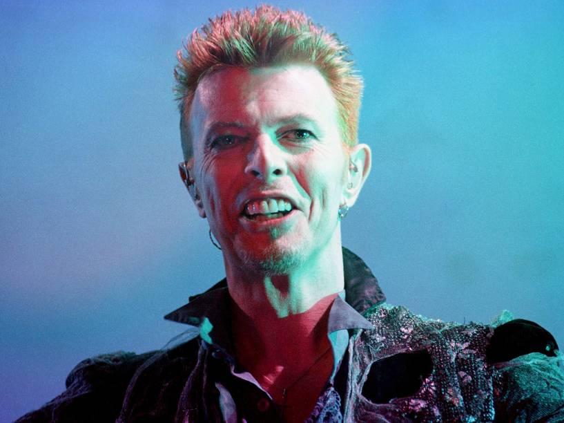 David Bowie durante show na Espanha em 1986