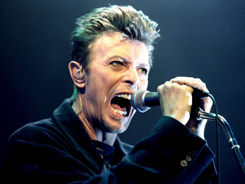 David Bowie durante show em Viena, na Áustria (1996)