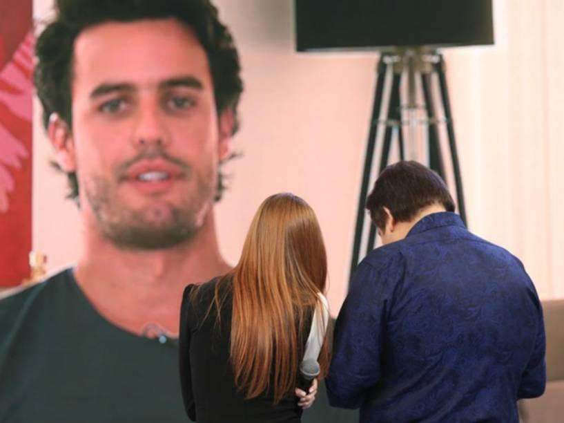 Marina Ruy Barbosa recebe declaração de amor do namorado, Xandinho Negrão, durante o programa Domingão do Faustão do dia 31 de janeiro